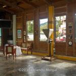 Nave principal y moledora de café - Casa Pueblo