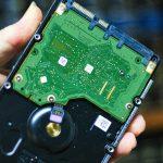 Los circuitos de un disco duro son muy delicados