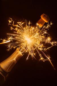 Botella de Champagne - 300 episodios y un mundo en crisis - Hablando De Tecnología